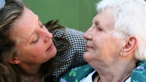 Razgovor sa starijom ženom