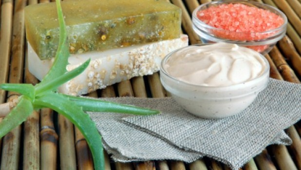 Type-of-cosmetics-with-natural-components
