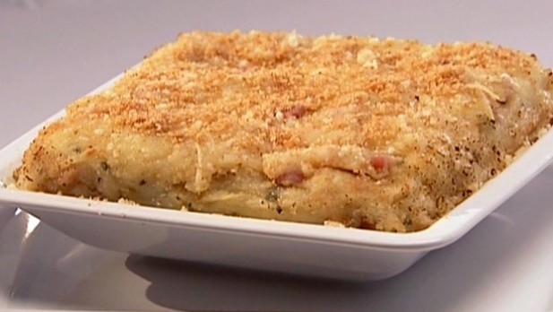 DX-0113_baked-mashed-potatoes-with-pancetta-parmesan-cheese-and-breadcrumbs_s4x3_lg