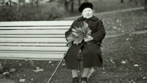 old_woman_bench_fall
