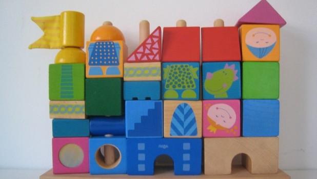 igračke- puzzle,knjige, lutke 014