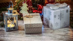 holiday-gifts-1849900_1920