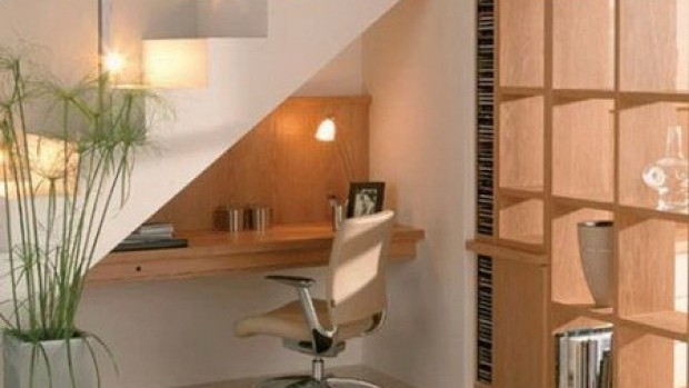 desk-space-under-the-stairs