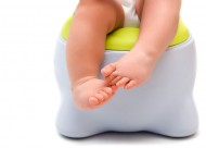 toddler-toilet-potty-toes-bathroom-diaper-training