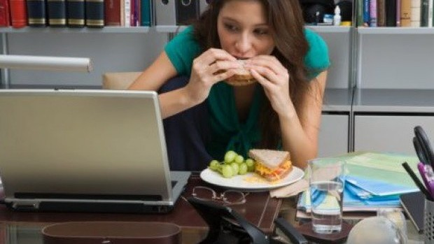 Eating-lunct-at-work1
