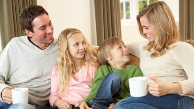 Family-on-couch-with-mugs