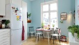 Impressive-Light-Blue-Accent-in-The-Small-Dining-Rroom