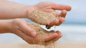 sand-and-hands