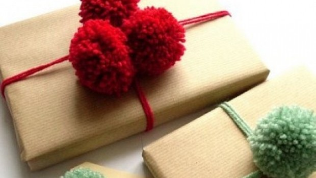 gift-wrapping-present-idea-fun-easy-creative-unique-beautiful-craft-pom-pom-wool-diy-christmas-holiday-recycle-kids-wedding-family-collection-birthday-christmas-anniversary-festival-insp