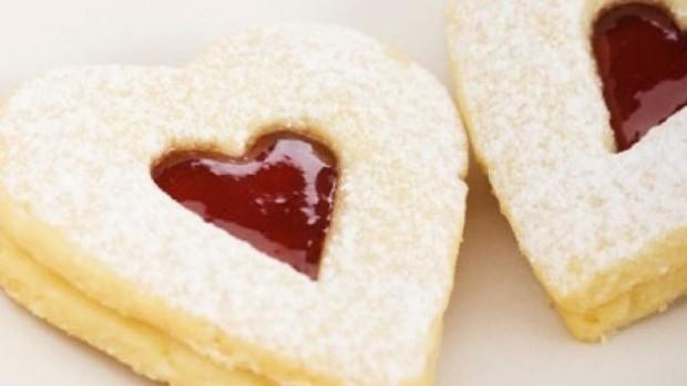 cookies-heart-istock-JohannaDoorenbosch-450x350