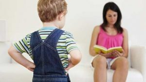 stock-mum-reading